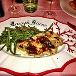 Veal chop with green beans and breadcrumbs