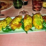 Zucchini flowers stuffed with mozzarella - avoid