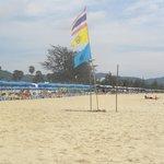 Bandera de Thailand en la playa.