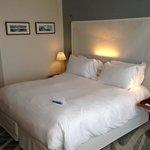 zeer comfortabele bedden met springverenmatras voorzien van een dekmatras. Fijne kussens een com