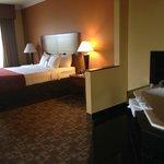 Room 326, queen bed & jacuzzi tub