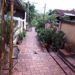 ルアンプラバンの路地を歩く