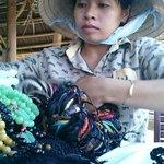 Eine der Strandverkäuferinnen