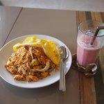 Pad thai + strawberry smoothie