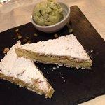 pistazienkuchen und pistazieneis. ein traum ❤️