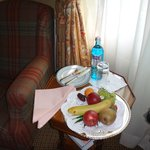 ежедневная вода и фрукты в номере