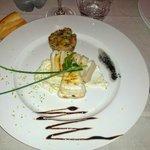 antipasto - tortino di tonno e seppie su crema di formaggio