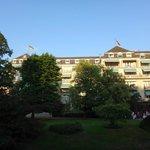 вид на отель с Лихнетальской аллеи