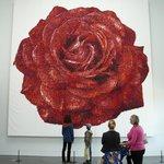 Один из экспонатов. Роза из конфет.