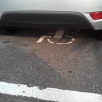 """les places handicapées prises d'assaut par des véhicules """"normaux"""""""