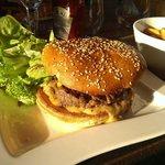 L'excellent Zen Burger avec du pain artisanal...