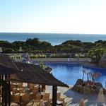 Perspectiva piscina y playa