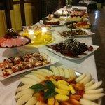 Frutta e dolce al buffet