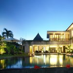 Villa Diana Bali at night