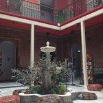 De patio van het hostel