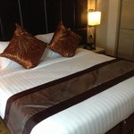 Grand premium king size bed