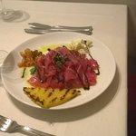 tartare di tonno , polenta, salsina