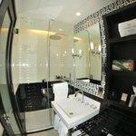 Petite salle de bain mais grande douche