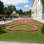 Il giardino di Palazzo Mirabell, un tripudio di fiori.