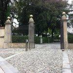 Le portail d'entrée sur la Via Nazionale