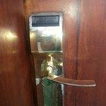 moisissures sur la clanche de la porte