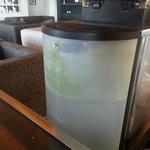 Je n'ai pas cherché à comprendre pourquoi l'eau de la machine à café contenait cet apect verdatr