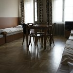 hostal Brama cuarto con 4 camas