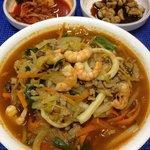 Tchánpón - Ensopado de frutos do mar com macarrão