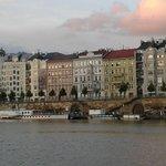 Vista di Praga dal battello sulla Moldava