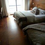 Tres habitaciones persona (room for three people).