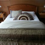 Double bed in the tres habitaciones persona (room for three people).
