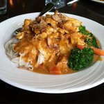 Chef's special Peanut entree. Shrimp, chicken, veggies, rice noodles, and spicy peanut sauce--de