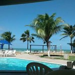 Vista maravilhosa piscina e praia