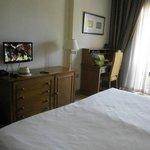 Habitación con LCD Pequeña y escritorio