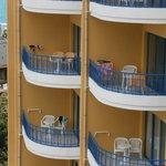 vue de la chambre sur les balcons