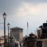 Le petit port, avec l'ancien grenier à sel de Cervia.