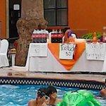 Kermes en la piscina del Fiesta Inn Saltillo