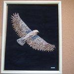 L'aigle de l'atlas en coquillages naturels, par chérif habib.Prix: 750 euros.
