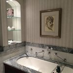 Hotel Kamp bath in the suite