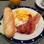 Desayuno con poca variedad y sabor