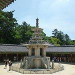 Древняя каменная пагода