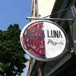 Mezza Luna Pizzeria照片