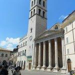 Palazzo del Capitano del Popolo e o Templo de Minerva a direita