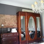 Guestroom facing Gran Via
