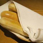 Cestinha de pães, cortesia do restaurante.