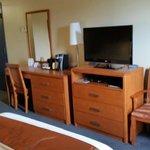 Office corner Norwood Hotel  |  112 Marion St, Winnipeg, Manitoba R2H 0T1, Canada