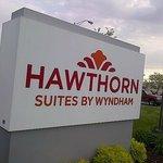 Hawthorn Suites Entrance