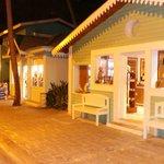 De winkelstraat op het resort (1)
