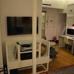 Duży telewizor i gramofon