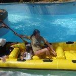 катание на лодке- любимое развлечение детей